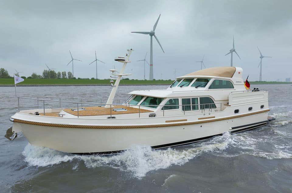 Linssen Grand Sturdy 500 AC Variotop auf der Ems bei Emden.