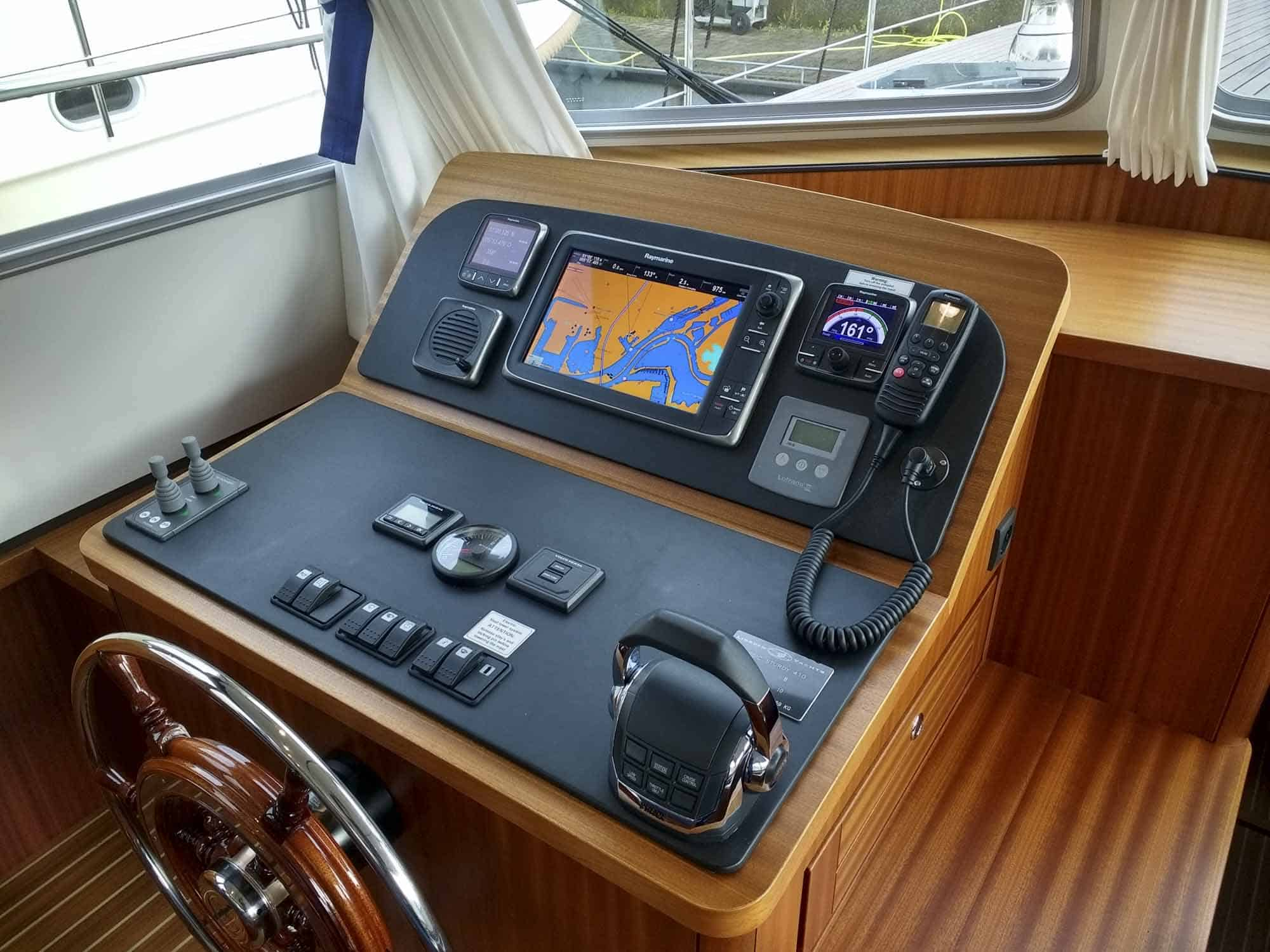 Linssen-Classic-Sturdy-410-Sedan-Deckbridge_251115-001