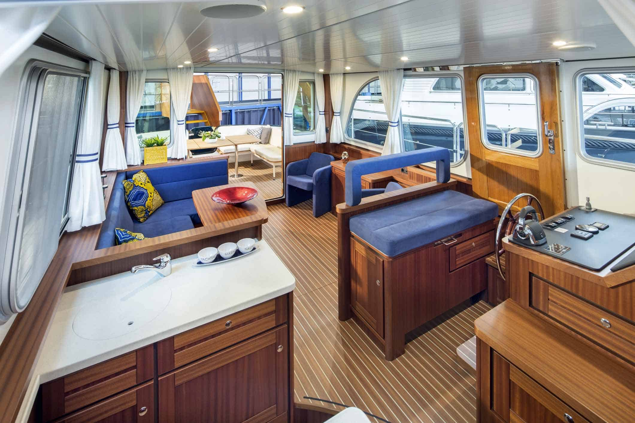 Linssen-Classic-Sturdy-410-Sedan-Deckbridge_251115-018