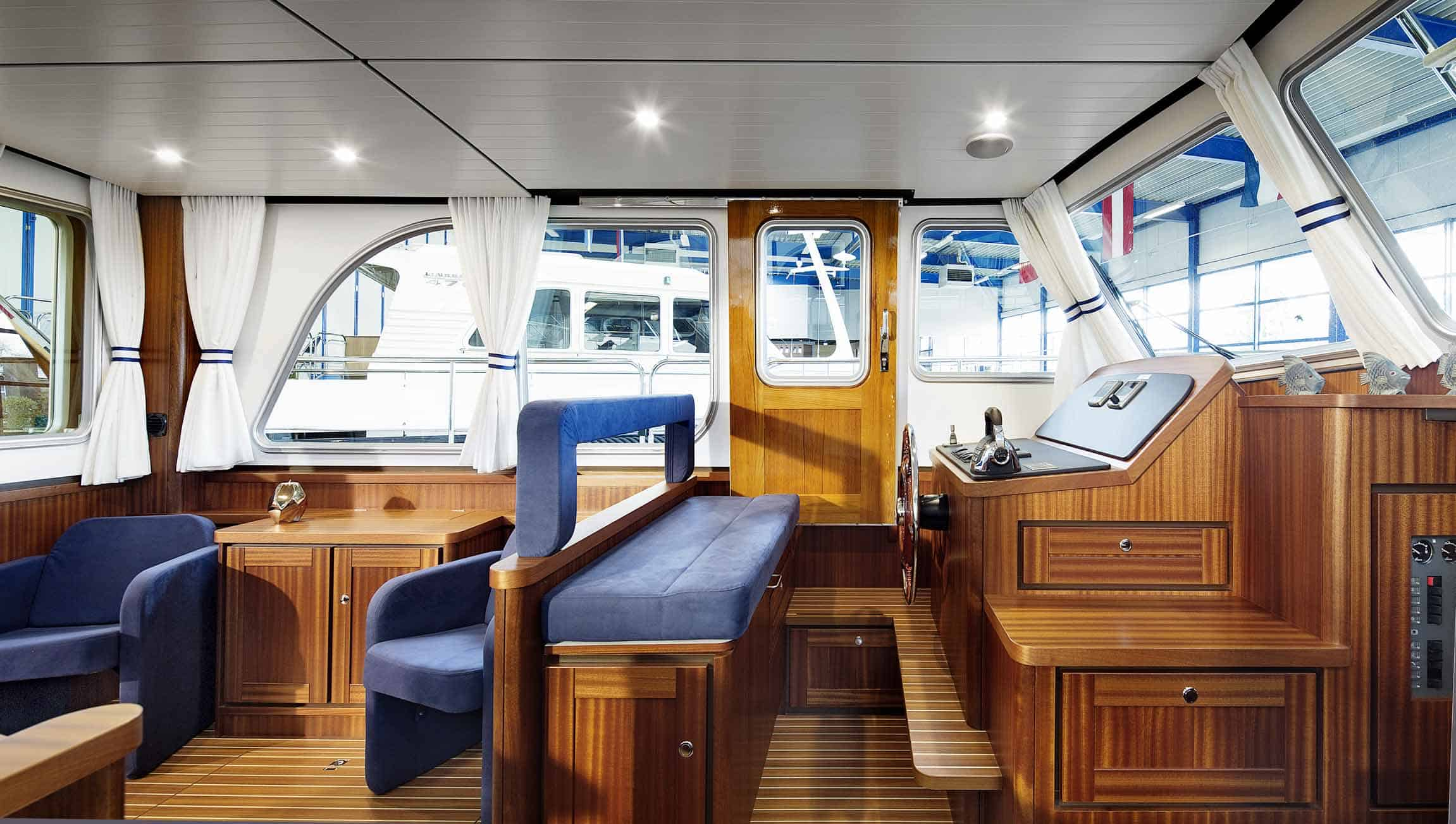 Linssen-Classic-Sturdy-410-Sedan-Deckbridge_251115-022