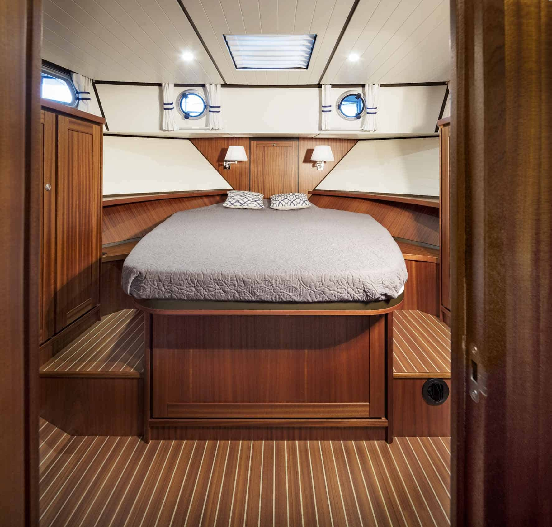 Linssen-Classic-Sturdy-410-Sedan-Deckbridge_251115-045