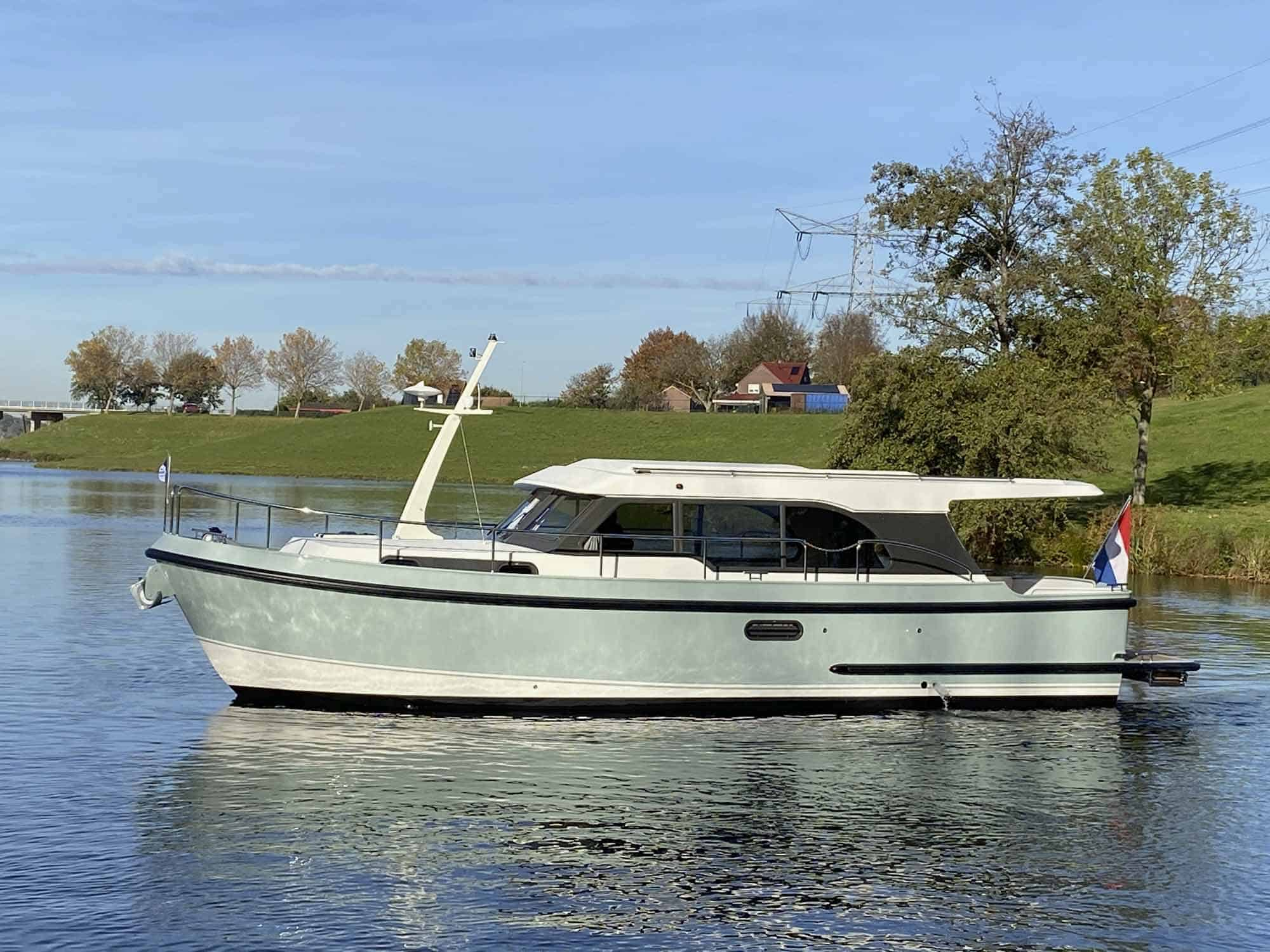 Linssen-35-SL-Sedan-Fjord-Blue-3666-023